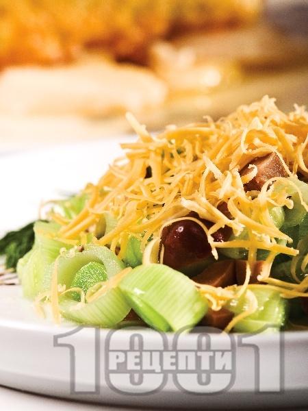 Празова салата с маслини и сирене чедър - снимка на рецептата